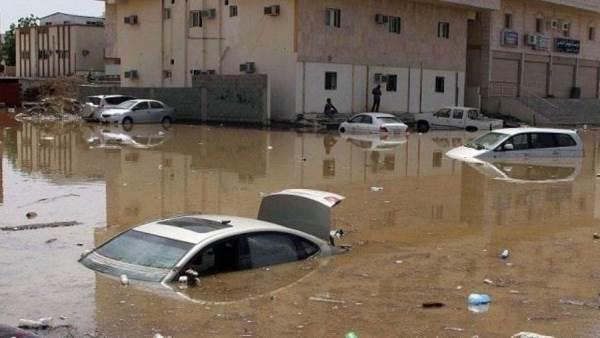 أمطار غزيرة وسيول فى السعودية بالفيديو والصور وملخص الحالة