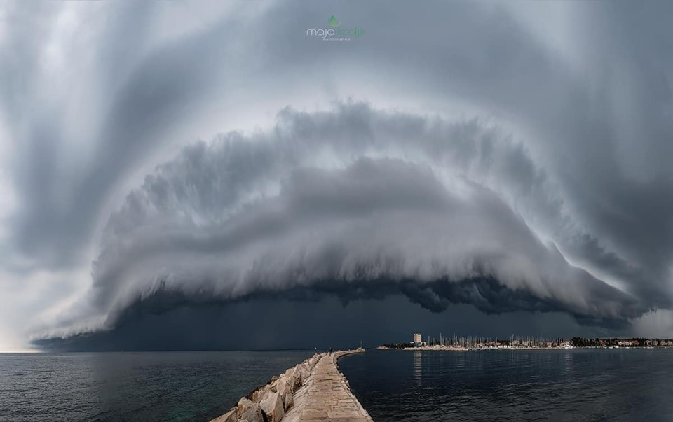 خلفيات وصور غريبة للسحب والغيوم